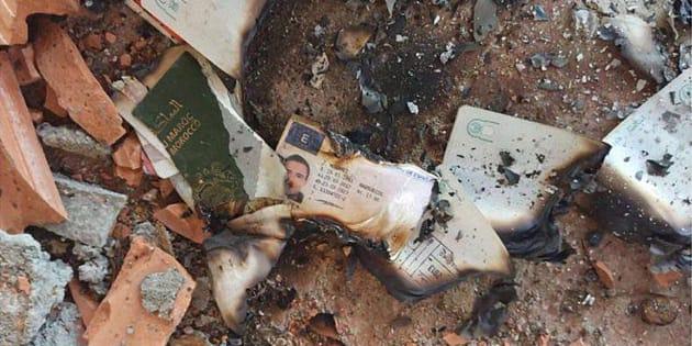 Restos quemados del pasaporte y el carnet de conducir de Mohamed Hichamy, uno de los abatidos en Cambrils, y del pasaporte de Younes Abouyaaqoub, el autor material del atentado de Barcelona, localizados en Riudecanyes (Tarragona).