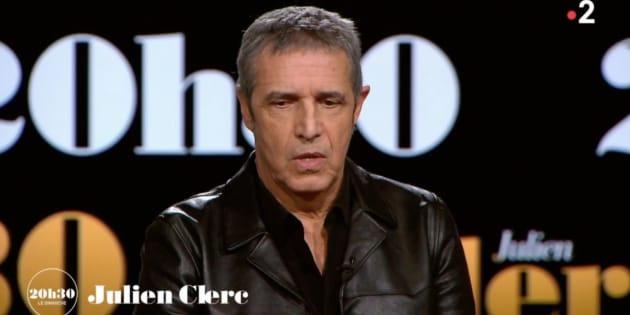 """Julien Clerc compare l'affaire Johnny à sa situation personnelle dans """"19h le dimanche"""" ce 25 février sur France 2."""