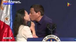 El beso forzado de Duterte a una trabajadora filipina en Seúl desata una ola de