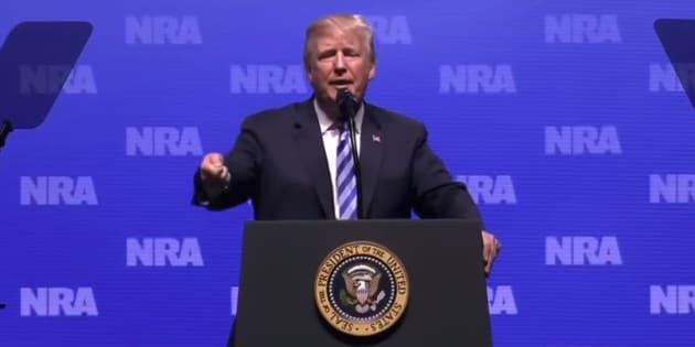 """""""Ils ont des couteaux, il y a du sang partout"""": Trump a aussi choqué les Britanniques en critiquant l'absence d'armes à Londres"""