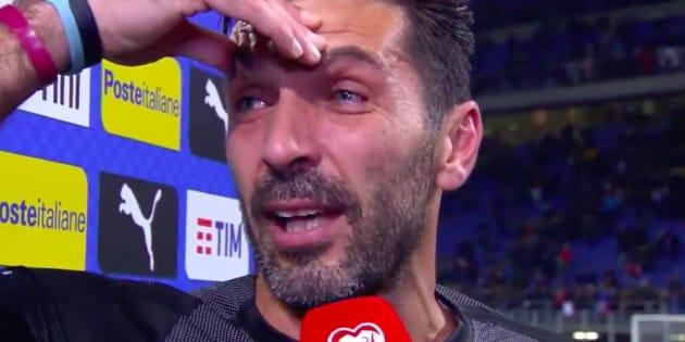 Après la défaite de l'Italie, Buffon fait ses adieux en larmes à sa carrière internationale