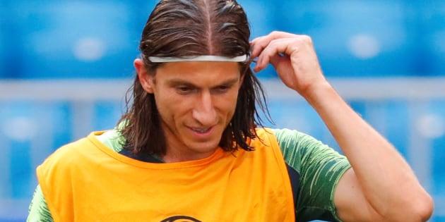 Filipe Luis usa colete amarelo, normalmente entregue aos titulares, e está confirmado para pegar o México.