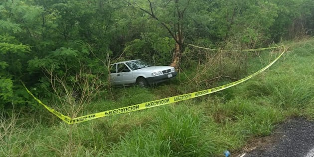 Vista del automóvil en el que presuntos sicarios del crimen organizado asesinaron este 27 de junio de 2018, a Javier Ureña González, secretario del Ayuntamiento y alcalde en funciones de Buenavista Tomatlán.