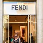 フェンディの11万円のショールが、アレにそっくり……。Twitterで酷評される