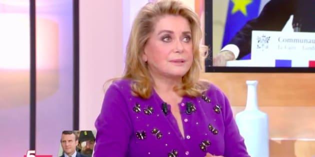 """Catherine Deneuve sur le plateau de """"C à vous"""" vendredi 1er février"""