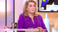 Deneuve défend Macron, attaqué de manière