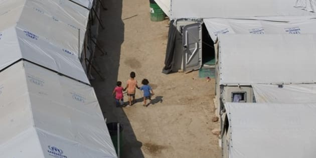 Imagen de archivo de niños en un campo de refugiados.