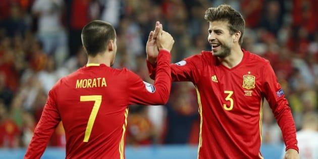 Morata y Piqué, celebrando un gol durante el partido España-Turquía del pasado verano.