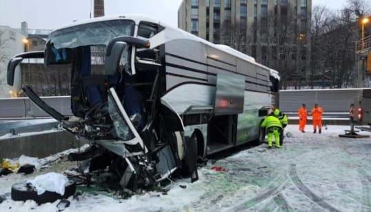 GRAVE INCIDENTE - Pullman Flixbus partito da Genova si schianta sull'autostrada a Zurigo: una vittima e 44 feriti, tre