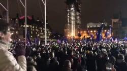 Il Parlamento boccia il piano Brexit. La folla esulta davanti a