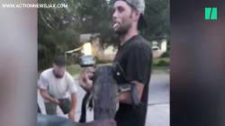 En Floride, la vidéo de cet homme qui va acheter des bières avec un crocodile fait