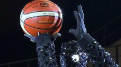 Ce robot est programmé pour jouer au basket... et il est