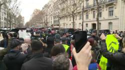 Gilets jaunes: Macron accueilli par les huées à l'Arc de