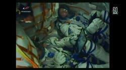 I motori della Soyuz si spengono, gli astronauti vengono scossi e rientrano sulla