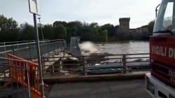 Un video mostra il crollo in diretta del ponte di Pizzighettone a causa dei detriti portati