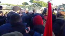 SCINTILLE FRA IL SEGRETARIO PD ROMA E POTERE AL POPOLO - Allontanato durante lo sgombero dell'ex Penicillina: