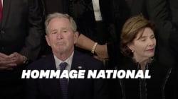 George W. Bush n'a pu cacher son émotion face au cercueil de son