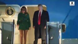 Il look di Melania sulla scaletta dell'aereo fa discutere. Ma non è come