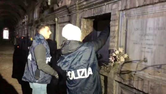 FIUMI DI COCAINA TRA I LOCULI - 110mila dosi nascoste al cimitero di Roma, arrestato