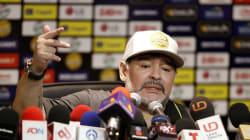 Internan de urgencia a Maradona por sangrado