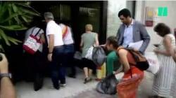 Romani esasperati per i rifiuti. Il mini-sindaco Ciaccheri deposita sacchi davanti alla sede