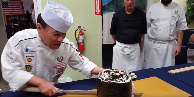 """La conception d'un maki géant au """"Japan Food Festival"""""""