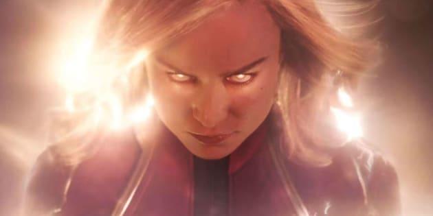 Brie Larson dá vida à heroína com poderes alienígenas.