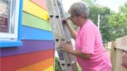 Pintura 'antihomofobia': ante los insultos, pintaron su casa con los colores del