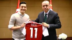 Mesut Özil s'explique pour la première fois sur sa photo avec