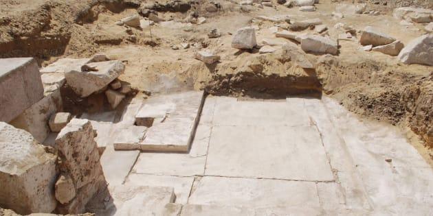 Un corridor, une rampe, l'entrée d'une pièce et des inscriptions en hiéroglyphes ont notamment été trouvés.