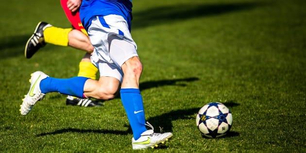 ¿El camino a una mejor sociedad (y con mejor futbol) es, entonces, construir muchas canchas?