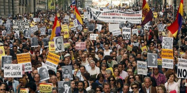 Imagen de una protesta de la Plataforma contra la Impunidad del Franquismo, que tuvo lugar en Madrid en abril de 2010.