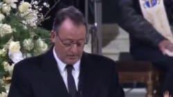 Très ému, Jean Reno lit un texte de Prévert choisi par les filles de Johnny
