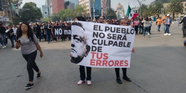 Protestan contra cancelación del NAIM en Paseo de la Reforma.