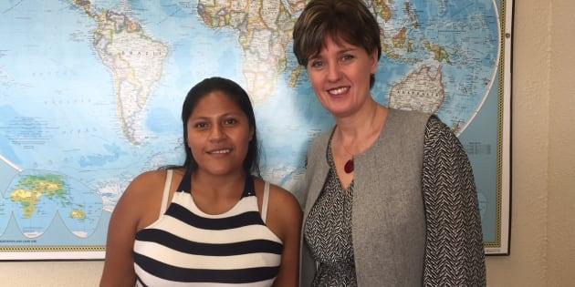 Aidé Rocio Arias, survivante colombienne de mine antipersonnel, et Marie-Claude Bibeau, ministre du Développement International et de la Francophonie