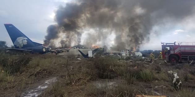 Cayó un avión de Aeroméxico con 100 personas a bordo