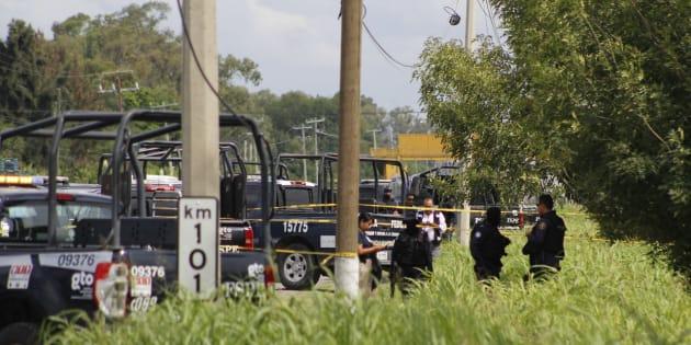 Dos elementos de las Fuerzas de Seguridad Pública de Guanajuato fueron acribillados cuando circulaban sobre la carretera Salamanca a Irapuato; uno de ellos murió. Los hechos ocurrieron el pasado 8 de julio.
