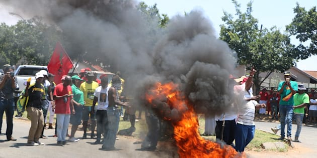 Hoërskool Overvaal protesters throw petrol bomb at police auto