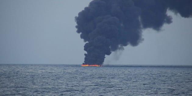 En mer de Chine, une marée noire de la taille de Paris après le naufrage d'un pétrolier iranien