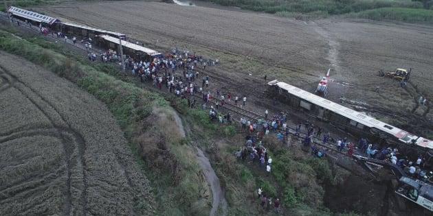 En Turquie, le déraillement d'un train fait plusieurs dizaines de morts et de nombreux blessés.