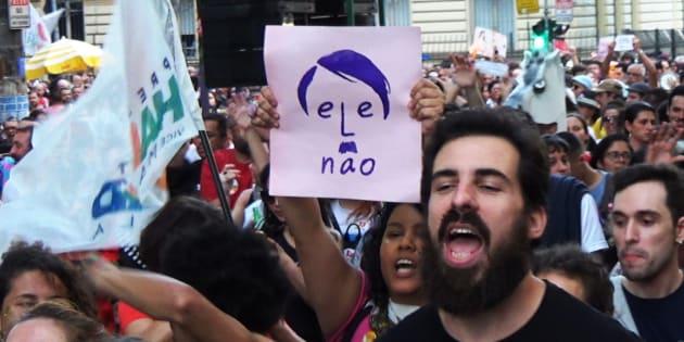 Brasile, Bolsonaro ha vinto le elezioni. Il controverso presidente ultra-liberista esulta