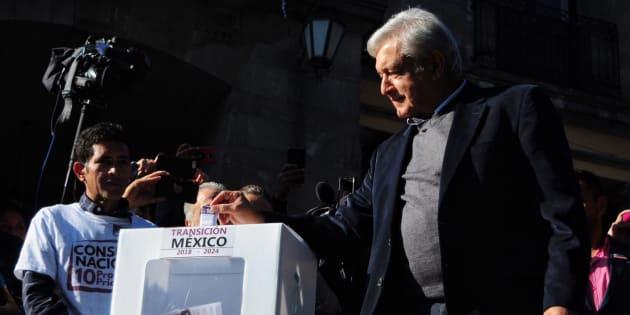 Andrés Manuel López Obrador, presidente electo de México, acompañado de su esposa Beatriz Müller.