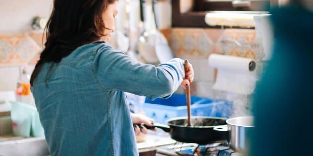 Aprender a cocinar es una necesidad básica y no tiene por qué intimidarte.