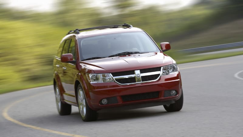 chrysler recalls 112k family haulers over airbag controllers autoblog. Black Bedroom Furniture Sets. Home Design Ideas