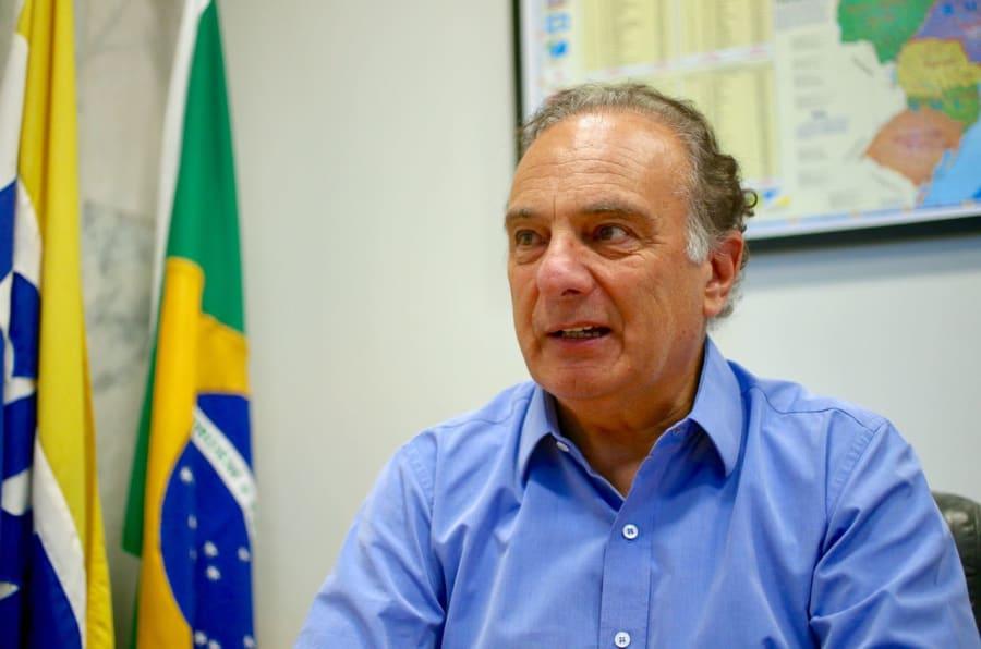 Em meio à crise que divide o partido, PSDB defende adoção do parlamentarismo para acabar com troca de favores na política.