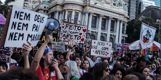 Grupos em defesa dos direitos das mulheres organizaram as manifestações em cidades como São Paulo, Rio de Janeiro, Curitiba e Porto Alegre.