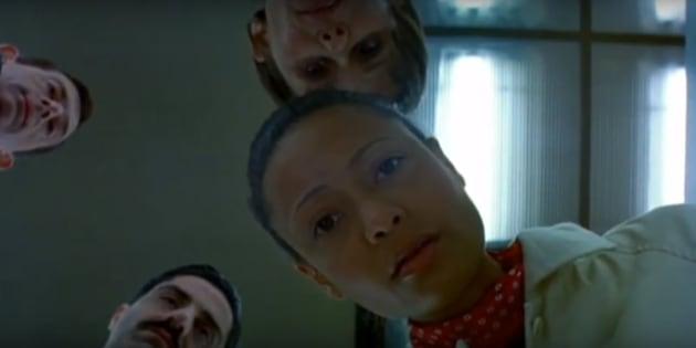 Fotograma de 'La verdad sobre Charlie' (2002, Jonathan Demme)