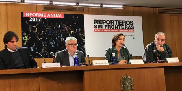 El periodista turco Mehmet Siginir, el presidente de RSF Alfonso Armada, la directora de 'Hoy por hoy' Pepa Bueno y el reportero catalán Siscu Baiges, durante la presentación del informe.