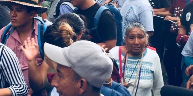 María Teresa Vega marcha junto a los papás de los estudiantes normalistas de Ayotzinapa, en Paseo de la Reforma, Ciudad de México, el 26 de septiembre de 2018.