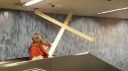 L'escalator du métro, une épreuve sur le chemin de croix de